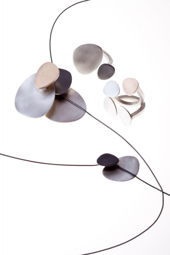 Aines joyas de autor - Colección Ovales - colgantes y anillos de oro y plata.